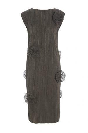BITTE KAI RAND – Kjole med påsyet blomster