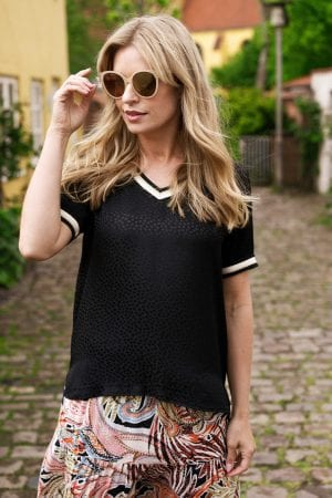 IN FRONT – Bluse med glimmer